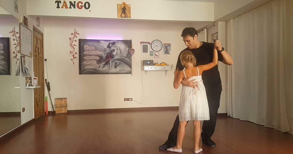 Dancing tango with Vica, a blind girl that loves to dance